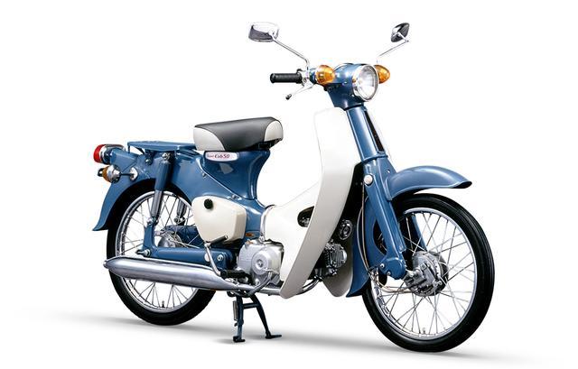 画像: 50ccを示すプロダクトナンバー(001〜)の最初の001が与えられたのは、1958年デビューのスーパーカブC100でした。そして車名のイニシャル「C」に排気量区分を示す「70」「90」「100」などの数字を組み合わせたモデルコードが与えられた最後のモデルは、写真の1966年型スーパーカブC50になりました(C120)。なおこの頃には、ホンダのラインアップは排気量を車名に使うモデルがだいぶ多くなっております。 www.honda.co.jp