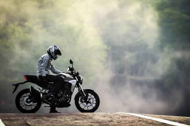 画像1: CB250Rは街乗りバイクか? それともスポーツか? 【ホンダオールすごろく/第6回 CB250R編】