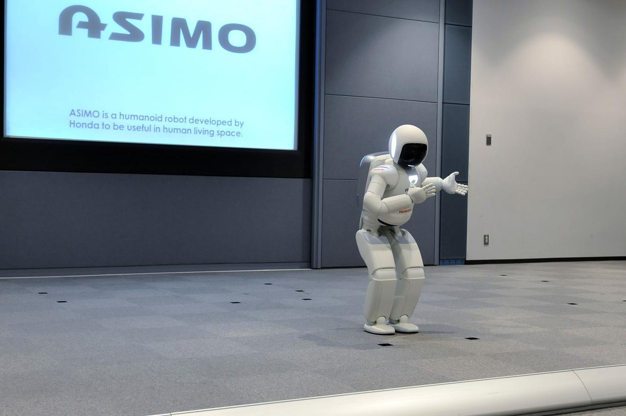 画像: 初代ASIMOは2000年に誕生した。現在は2011年に開発された2代目だ。