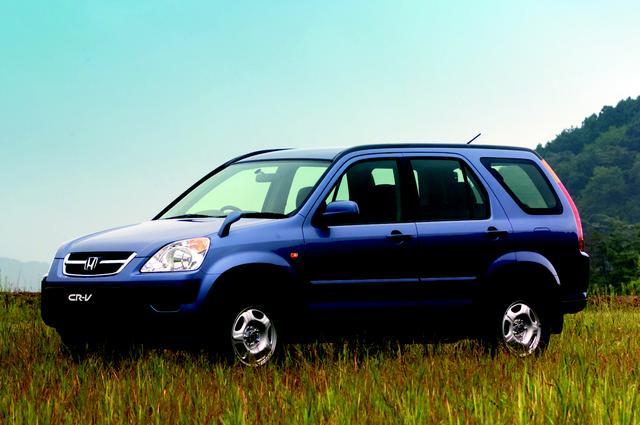 画像: 2代目CR-Vのデビュー当時(2001年9月)の価格帯は187.8万円(フルマークiG FF/4速AT)〜219.8万円(フルマークiG 4WD/4速AT)だった。