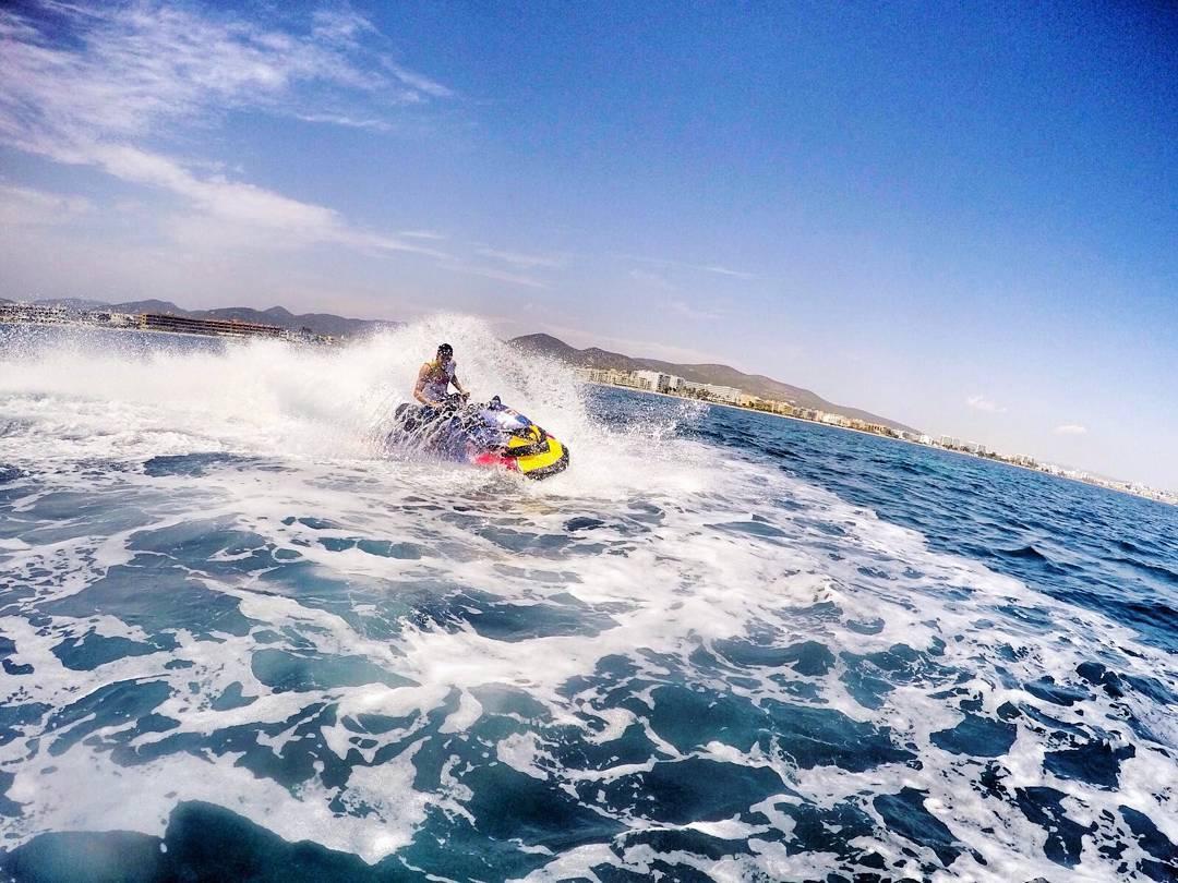 画像1: Marc MárquezさんはInstagramを利用しています:「El verano se acerca... Sol, agua y playa! ☀ @redbull  Summer is coming... Sun, water and beach! ???? @nilox_sport」 www.instagram.com