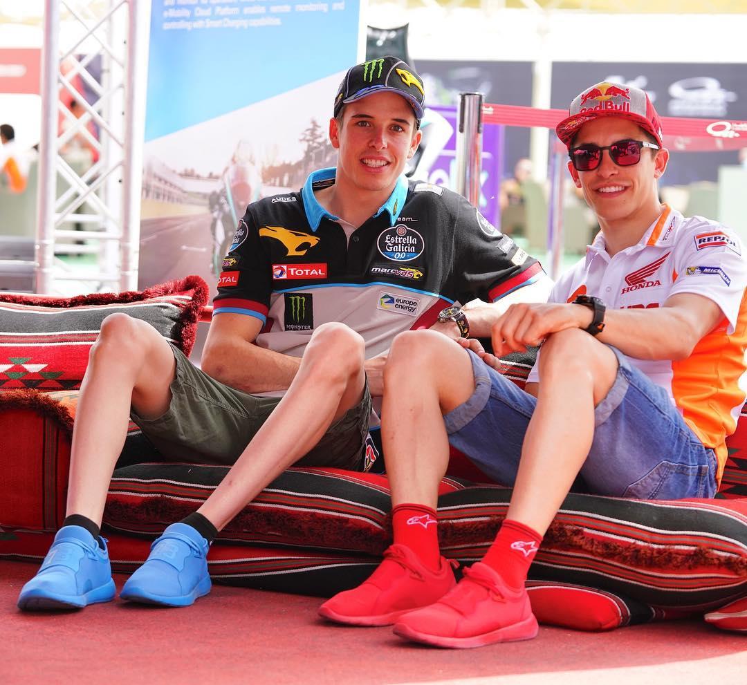画像1: Alex Márquez AlentàさんはInstagramを利用しています:「Esperando para empezar el FP3! De estreno con mis zapatillas azules! Waiting to start the FP3. With my new blue sneakers! #QatarGP」 www.instagram.com