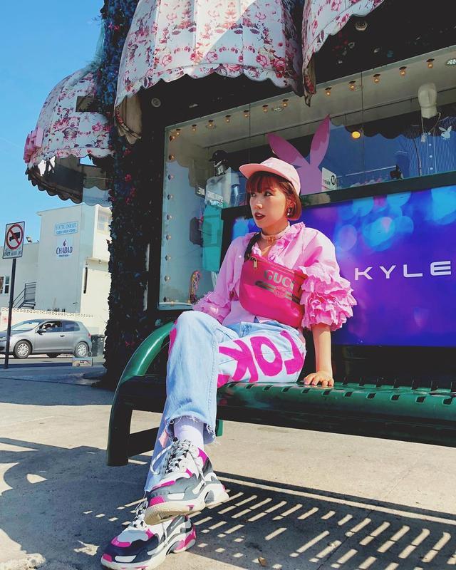画像1: Riisa Naka  仲里依紗さんはInstagramを利用しています:「galaxxxyのショップ店員だったカエちゃんが今LAに住んでて洋服を作ったからプレゼントしたいと連絡があってたくさん頂きました . このデニムもカエちゃんが作ったんだって❤️ . . 可愛くってすぐ履いた笑笑 ありがとう @kaedolphin」 www.instagram.com