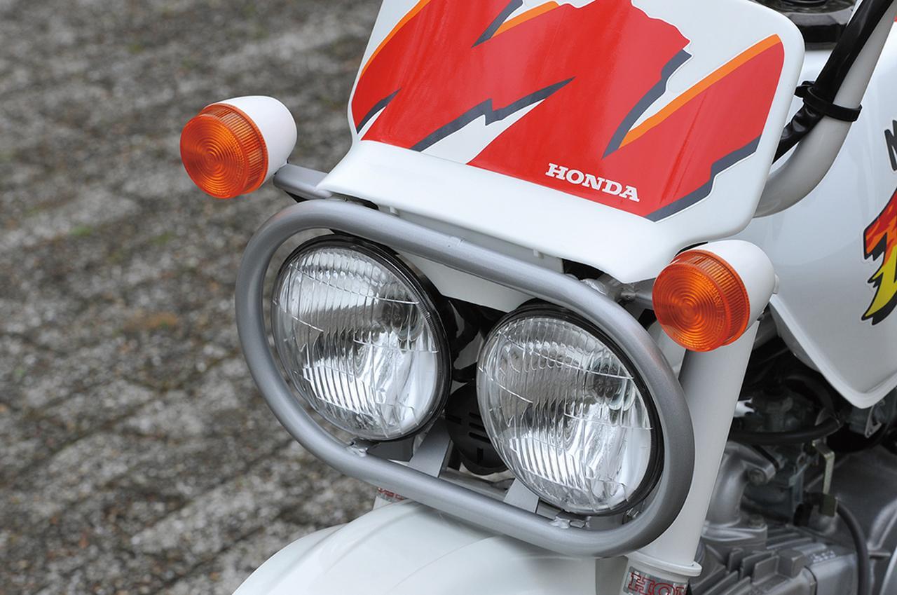 画像: XLRバハと同じく、BAJA1000を走るオフロードレーサーをイメージしたデュアルヘッドライトを装着することで、モンキーのファニーさがさらに強調された。