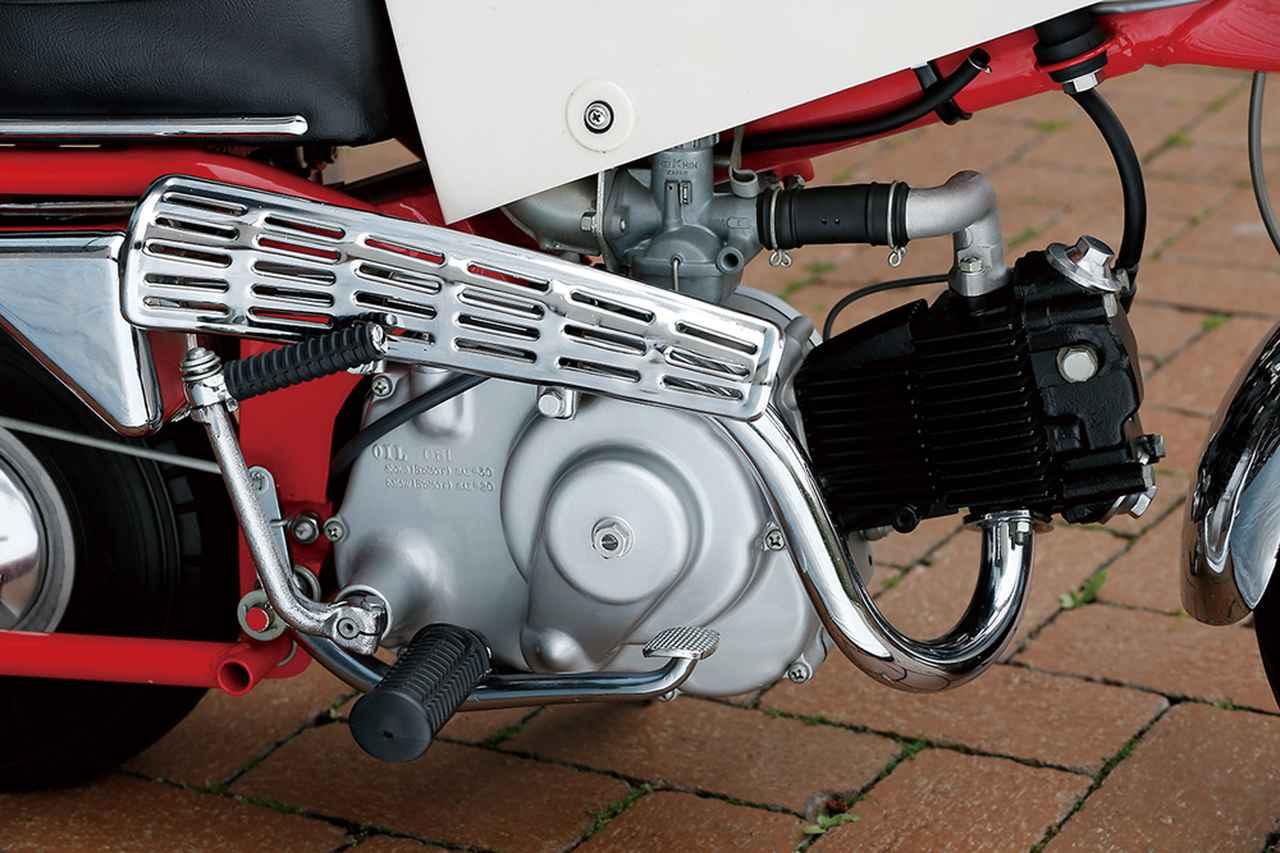 画像: スーパーカブC100用ベースの49㏄OHV単気筒エンジンを搭載。自動遠心クラッチを採用した3速ミッションの扱いやすさが、子供も乗ることが多い遊具用には最適だった。