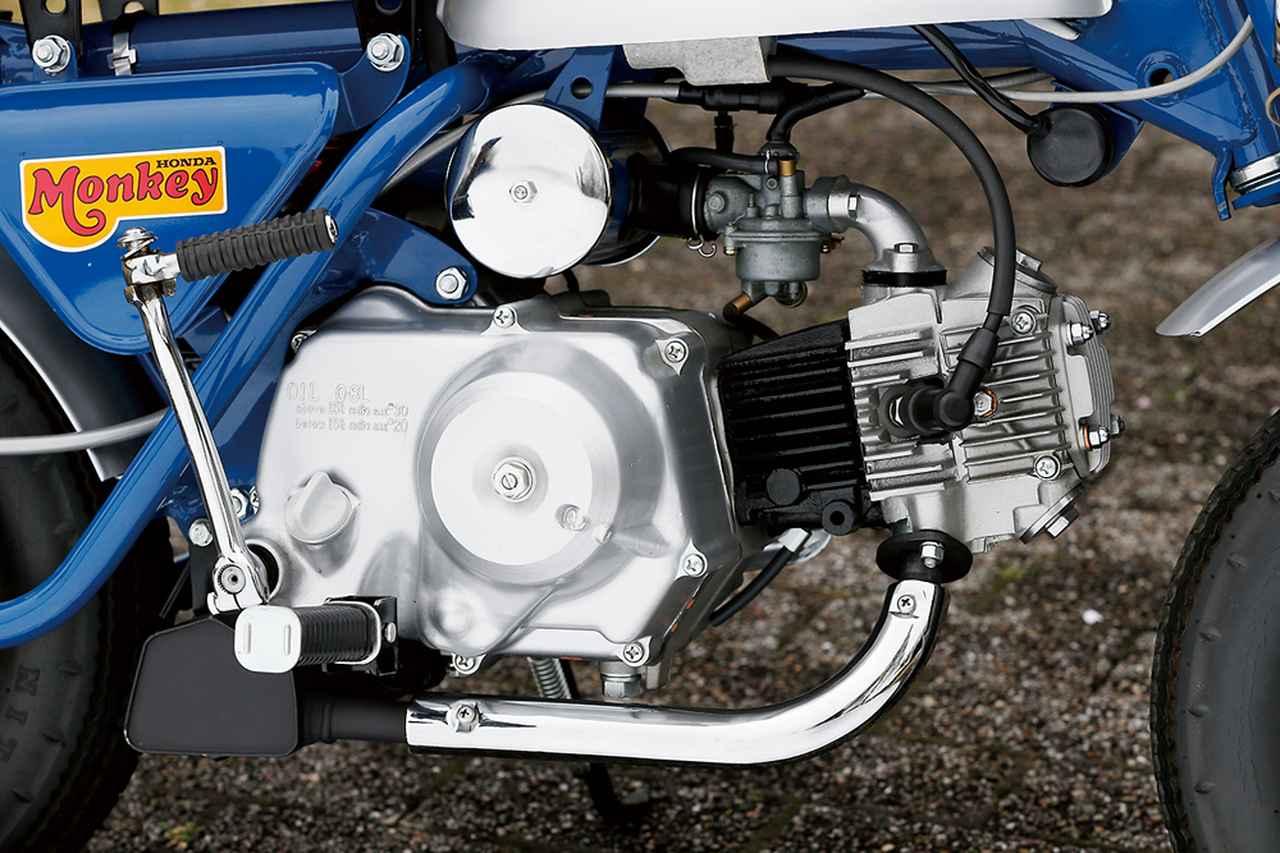 画像: スーパーカブC50ベースのOHC単気筒で、遠心クラッチ3速ミッションを装備するエンジンはZ50Mと基本的に同じ。吸排気系の改良により、Z50Mよりわずかにパワーアップした。