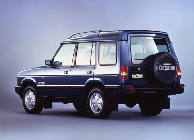 画像: 搭載エンジンは3.9L V8エンジン。最高出力は180ps、最大トルク31.8kgmを発生し、1993年当時の価格は3,890,000(3ドア)/3,990,000(5ドア)円。