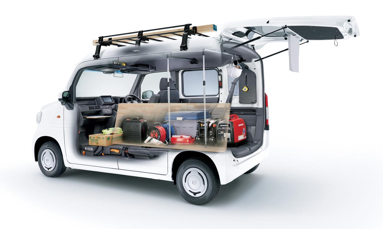画像: ラゲッジアシストポールで、嵩張る資材を安定して積載させることができます。シートアンダートレーも便利。
