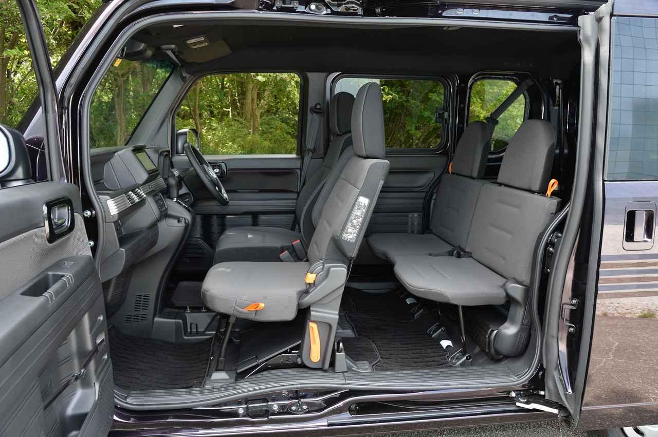画像: 運転席は快適なシートだが、リアシートはそれほどでもない。長距離は厳しいかも。このあたりの割り切りのすばらしさもN-VANの特徴である。