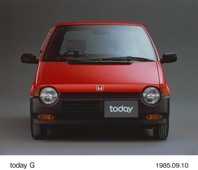 画像: 近所回りはレッドの初代トゥデイ(1985~93)。
