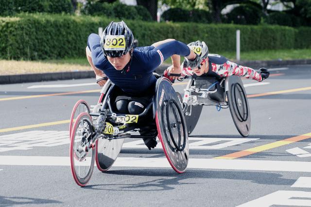 画像: ホンダアスリートクラブ最年少(1987年生まれ)で、競技用車椅子「レーサー」を使った陸上短距離走のアスリートである佐矢野利明選手(ホンダR&D太陽 事業部 設計・開発課)。東京パラリンピック出場を目指し、トレーニングに励んでいる。 www.honda.co.jp