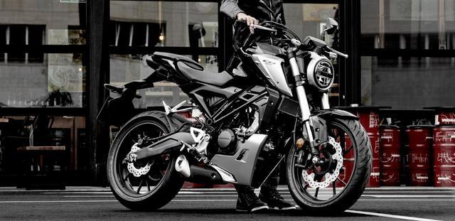 """画像: 新学期はバイクで人気者になろう! 小型免許で乗れるスーパーかっこ良いバイクはこれ。""""CB125R""""! - A Little Honda"""