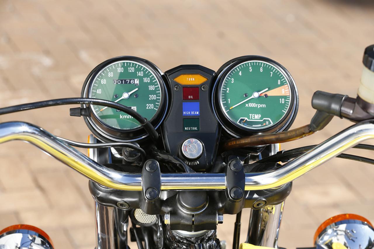 画像: スピードメーターはフルスケール220km/h。タコメーターは8,500rpmからレッドゾーンとなるが11,000rpmまで目盛りがある。