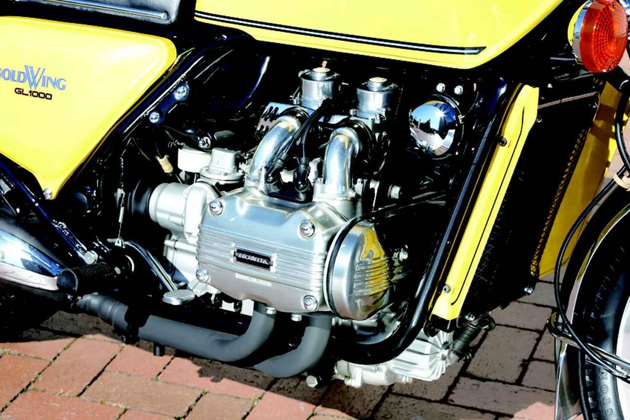 画像: 当時のホンダ最大排気量となる999cc。単に大排気量だけでなく低振動・低重心とするため水平対向が選ばれた。