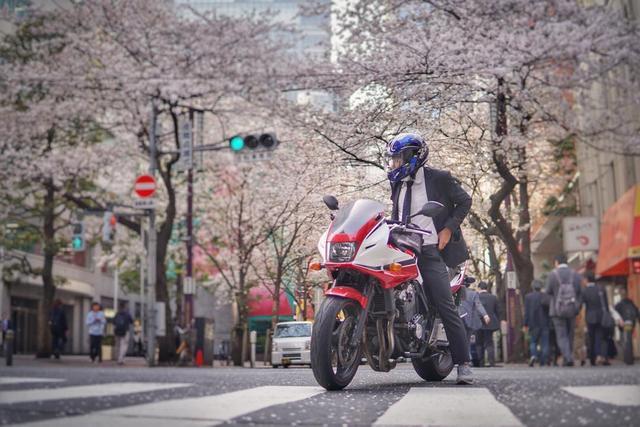 """画像1: M Ici on Instagram: """"#tokyodrift #cb400sf #superboldor #cbxcolor #atjunction #tokyomotorcycle #motorcyclelife #lovetokyo #alittlehonda #相棒と見る景色 #meandhonda"""" www.instagram.com"""