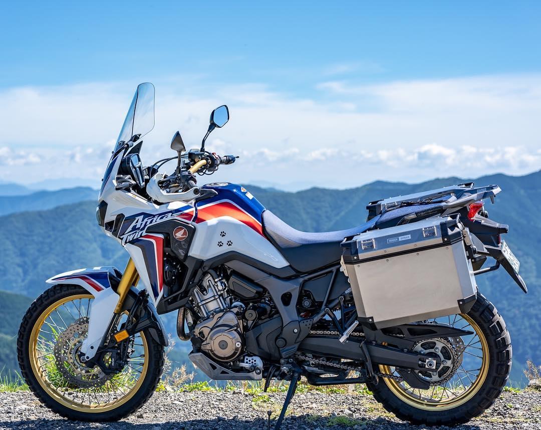 """画像1: かれら@北海道ロス(行ってない) on Instagram: """". . 自分のバイクを1番カッコ良く撮れるのは自分だと思ってるよ。 . . #Honda #ホンダ #AfricaTwin #アフリカツイン #CRF1000L #motorcycle #bike #touring #team_jp #japan #バイク #バイクのある風景…"""" www.instagram.com"""