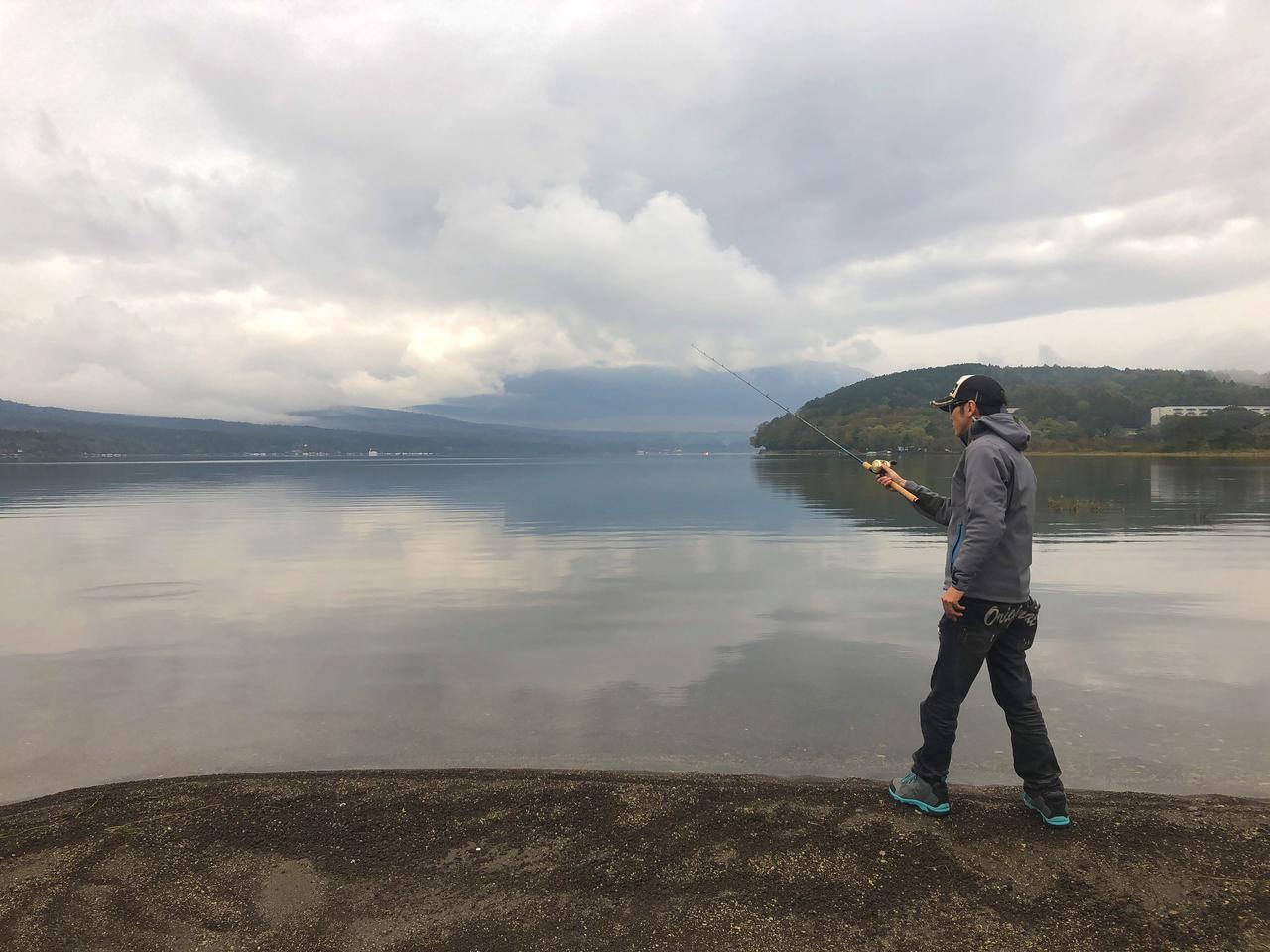 画像3: 10月中旬の山中湖。バス釣りは厳しいか?