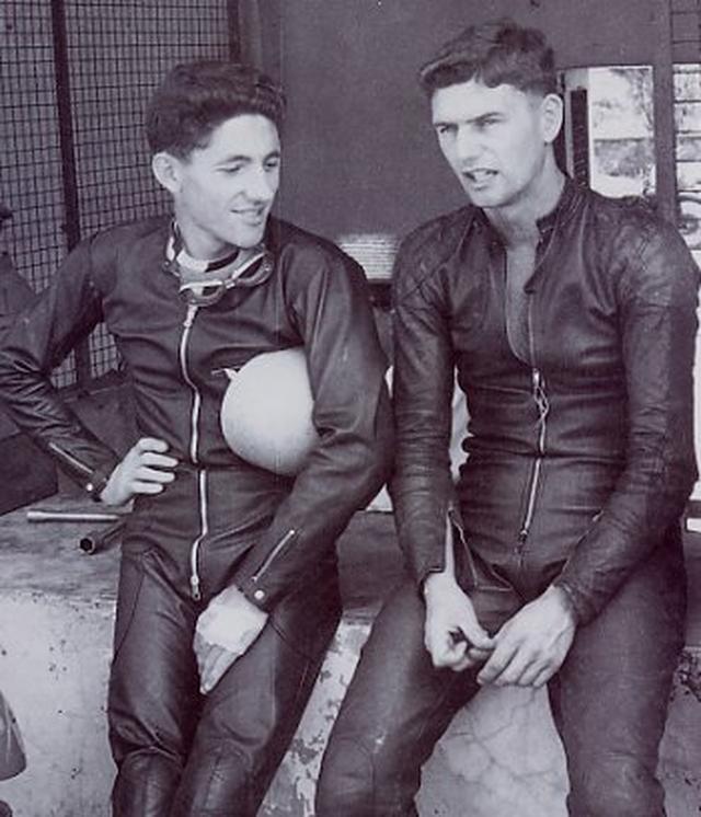 画像: T.フィリス(左)とJ.レッドマン。初期のワークスライダーとしてホンダのタイトル獲得に貢献したふたりです。 www.facebook.com