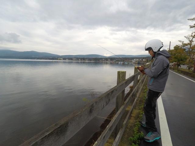 画像4: 10月中旬の山中湖。バス釣りは厳しいか?