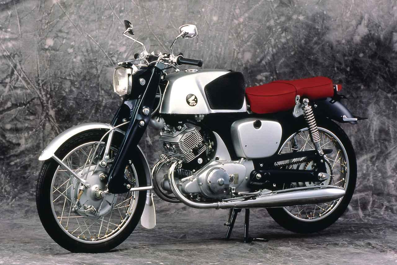画像: BENLY CB92 SUPERSPORT(1959) 「神社仏閣型」と呼ばれる独特なフロントまわり、後にドクロタンクと呼ばれる燃料タンク、ヘッドライト上のミニバイザーなど、個性的なデザインでも話題を呼んだCB92。「ベンリィスーパースポーツ」を略した「ベンスパ」の愛称で親しまれた。 honda.lrnc.cc