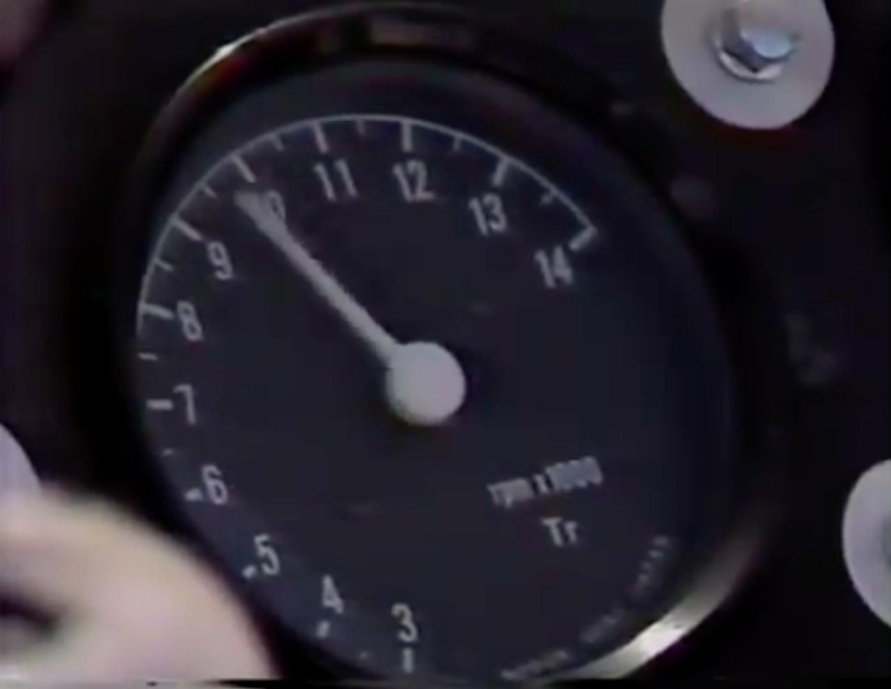 画像: フォ〜ン! とホンダV4サウンドが轟きます! www.youtube.com