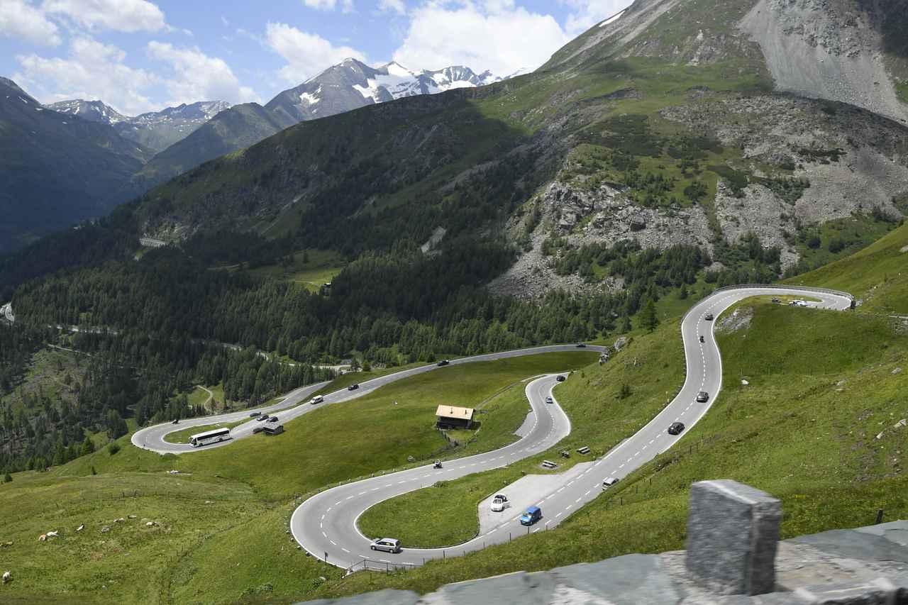 画像: グローズグロックアルプス山岳道路。なんとも素晴らしい眺望が連続する。