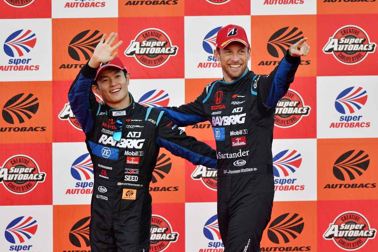 画像: 初参戦で初優勝を達成したバトンは、スーパーGTシリーズを「世界に誇れる素晴らしいレース」と称賛しました。