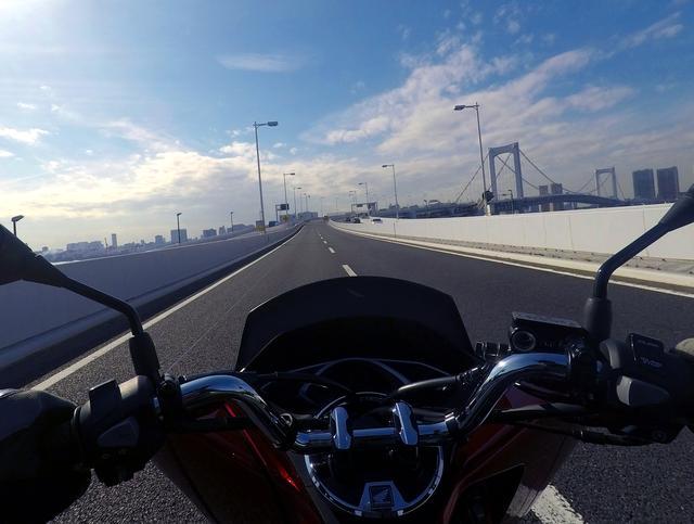 画像: 高速道路は……大丈夫なのか?