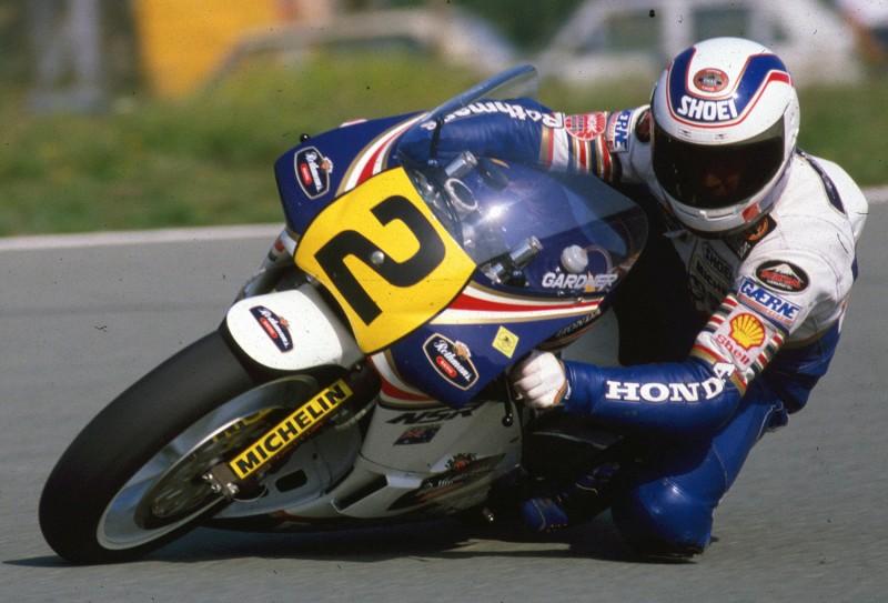 画像: 1987年、オーストリアGP、500ccクラスをホンダNSR500で走るW.ガードナー。 blog.ktm.com