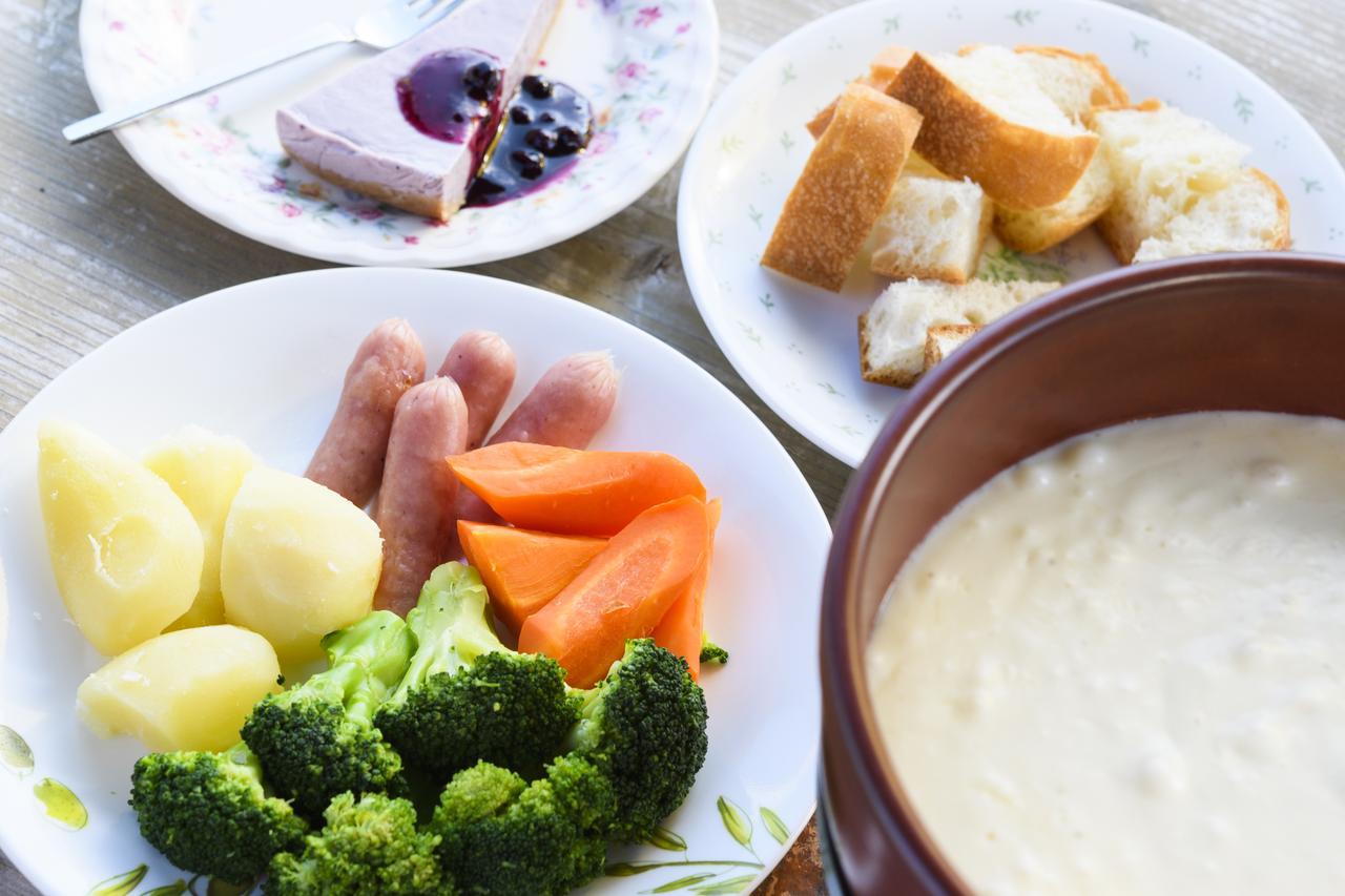 画像1: チーズフォンデュ¥1,030(ご注文は2名様~) + レアチーズケーキ¥420