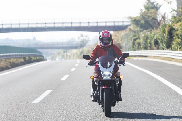 画像1: 蔵王に向けて高速道路を走ってゆきます。