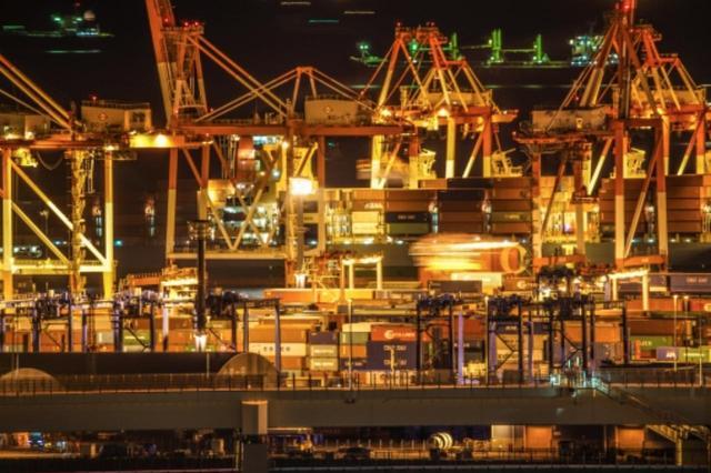 画像: 横浜港にはこんな夜景も!