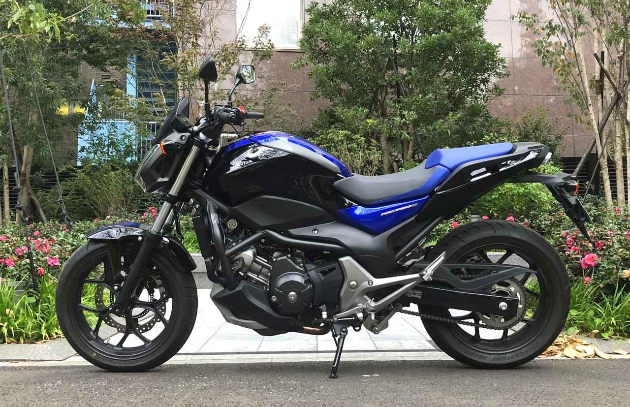 画像: ブラック×ブルーのツートーンカラーは76万1400円です!