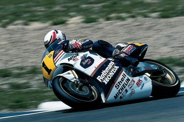 画像: W.ガードナーが長期負傷欠場したことにより、1989年シーズンのE.ローソンはホンダのタイトル獲得という使命を一身に背負うことになりました。 world.honda.com