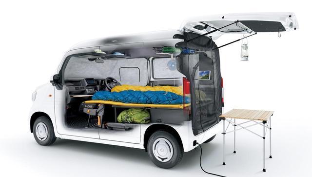 画像: マルチボードを使った簡易ベッドやテールゲートメッシュなどで快適に。外部電源入力キットも用意されます。 honda.lrnc.cc