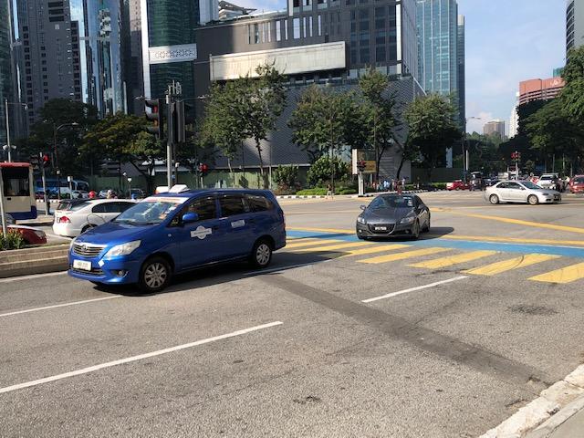画像: レア車発見! CR-Z。