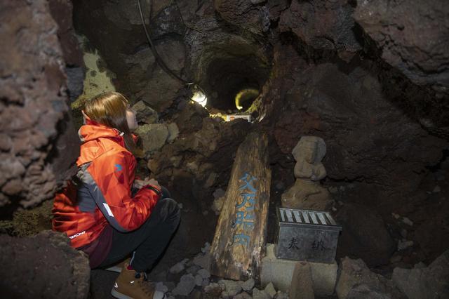 画像9: 船津胎内樹型(洞窟)へ到着いたしました