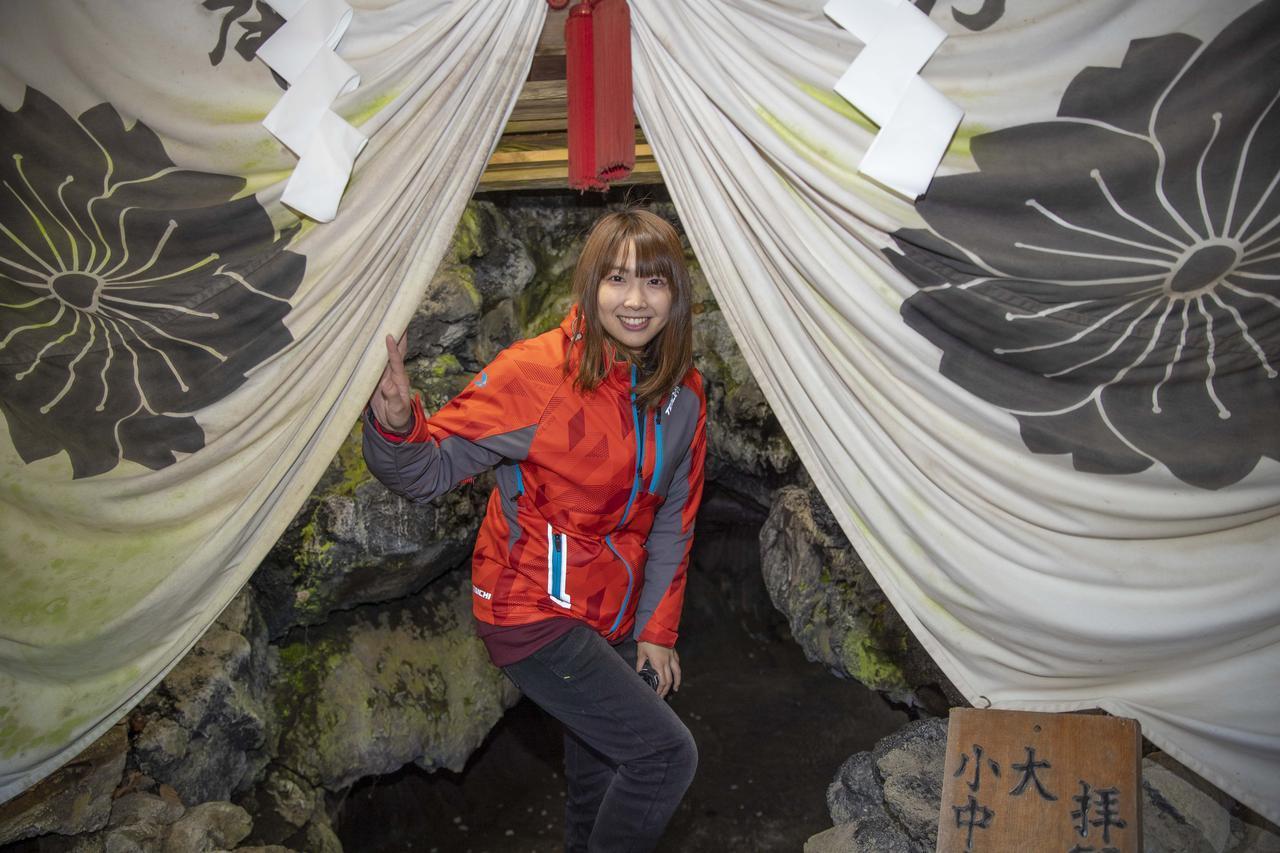 画像4: 船津胎内樹型(洞窟)へ到着いたしました
