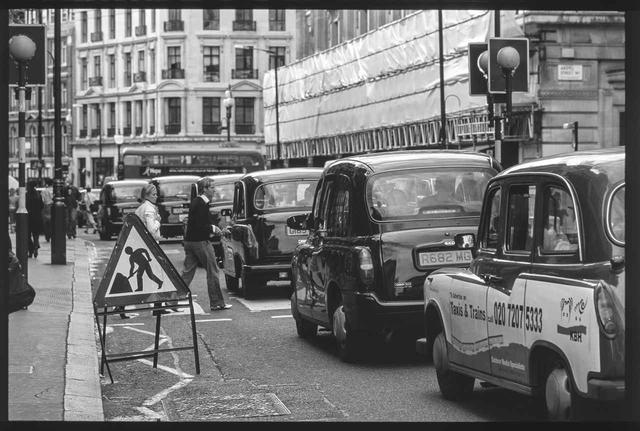 画像: ロンドンのポリスマンも気にする。そして微笑んだ。 【世界で愛されるホンダ車:イギリス ロンドン編】 - A Little Honda