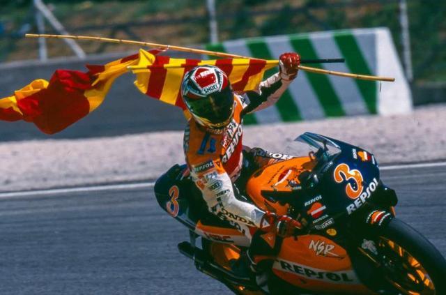 画像: 1999年、ついに500cc王者となったA.クリビーレ。 www.motogp.com