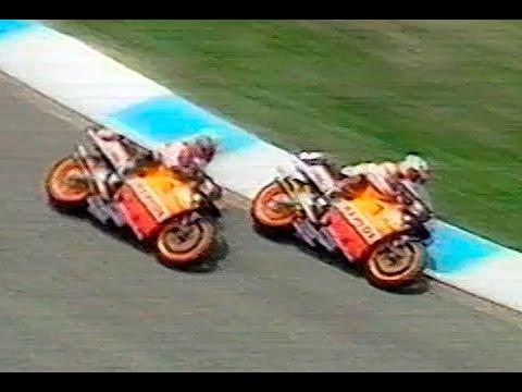 画像: [Video.210] Last Lap | Última vuelta | Crivillé vs Okada | 500cc Catalunya 1999 youtu.be