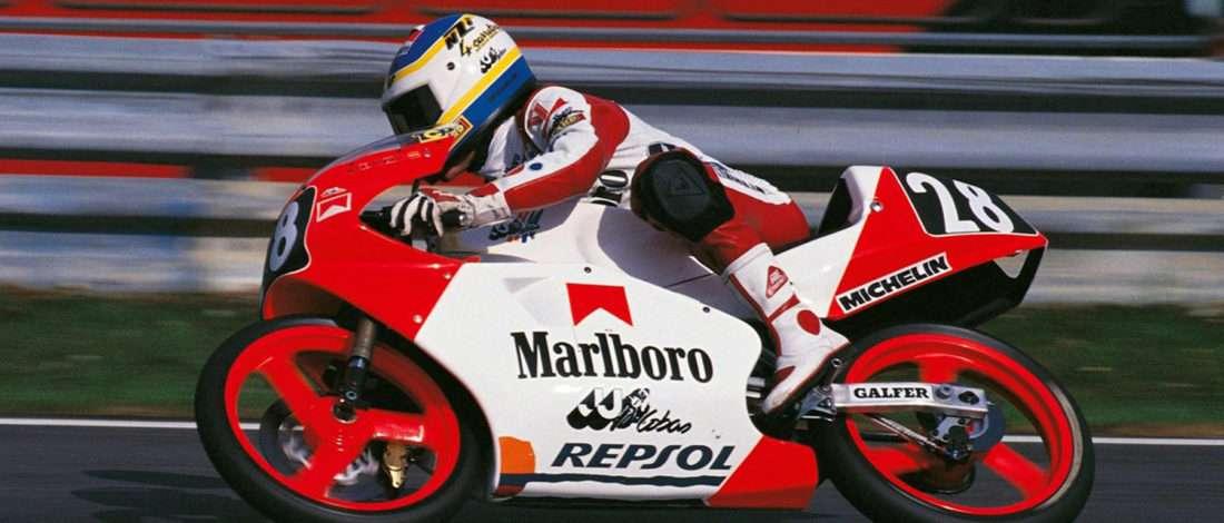 画像: 1989年、クリビーレは125ccクラスでJJコバスに乗りチャンピオンとなりました。 www.motorbikemag.es