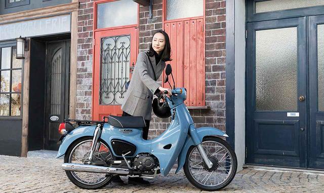 画像2: HONDA公式サイトより /スーパーカブ50・ストリート /ボニーブルー 税込243,000円 www.honda.co.jp