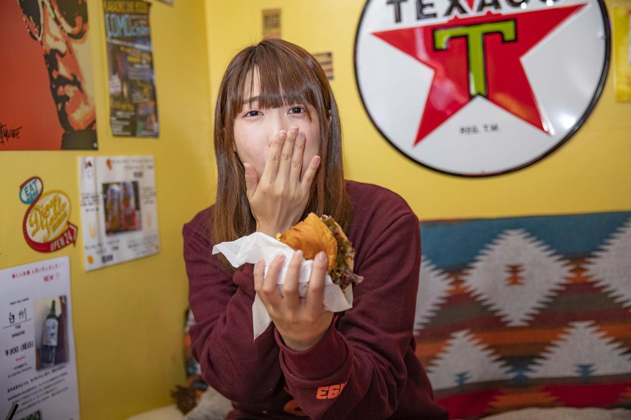 画像6: ボリューム満点のハンバーガー!?