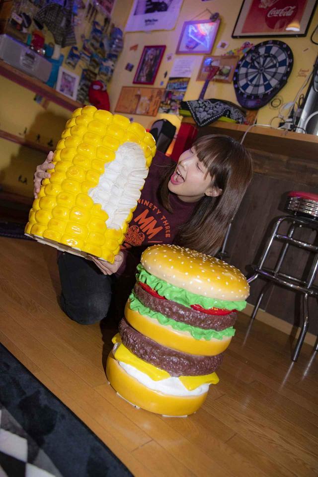 画像3: ボリューム満点のハンバーガー!?