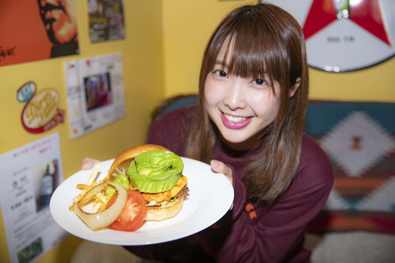 画像4: ボリューム満点のハンバーガー!?