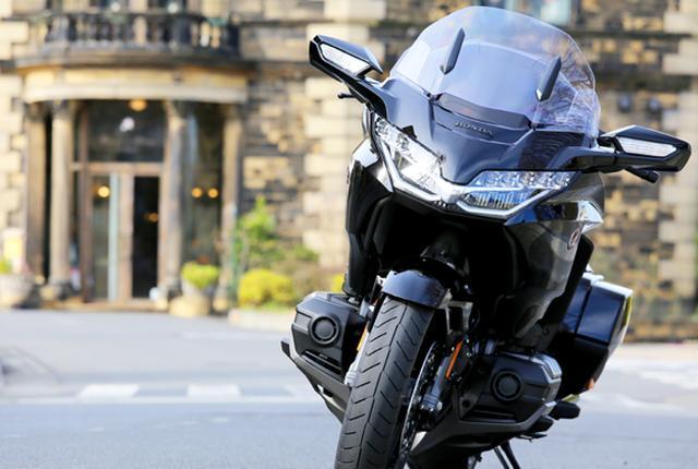 画像10: 250ccのバイクが7台分以上の排気量!? だけど、1秒で世界がひっくり返る。【ホンダオールすごろく/第24回 ゴールドウイング・DCT】