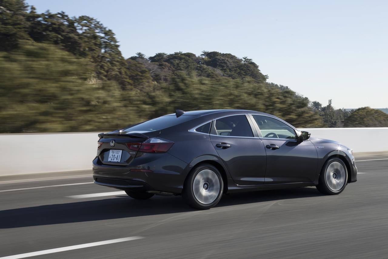 画像: 使用燃料はレギュラーガソリン。WLTCモード燃費はLXが28.4km/L、EXが25.6km/Lを記録する。