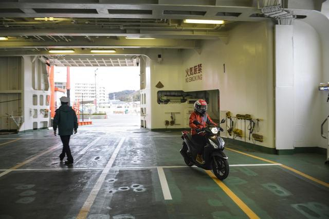 画像2: 久里浜港に到着!