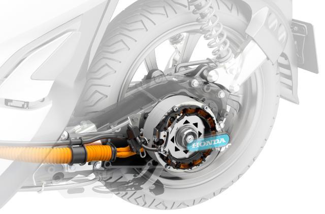 画像: モーターは、高いエネルギー変換効率と発進時の低回転域でも高い出力を追求したIPM(Interior Permanent magnet=磁石埋め込み型)構造を採用し、最大4.2kWのモーター出力を実現。また、モーターの温度保護制御や細かな通電制御を行うことで、パワフルでありながらコンパクトなパワーユニットとしています。 www.honda.co.jp